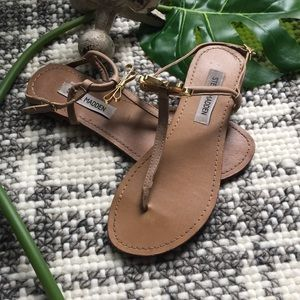 Steve Madden nude thong bow open toe sandals 7.5